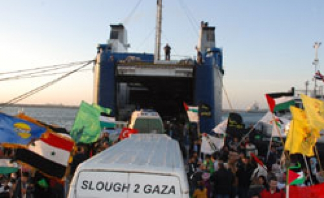Viva Palestina convoy onboard Gulf-funded ship heads to Egypt / PHOTO