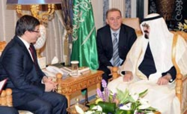 Turkey's FM meets King Abdullah in Saudi Arabia