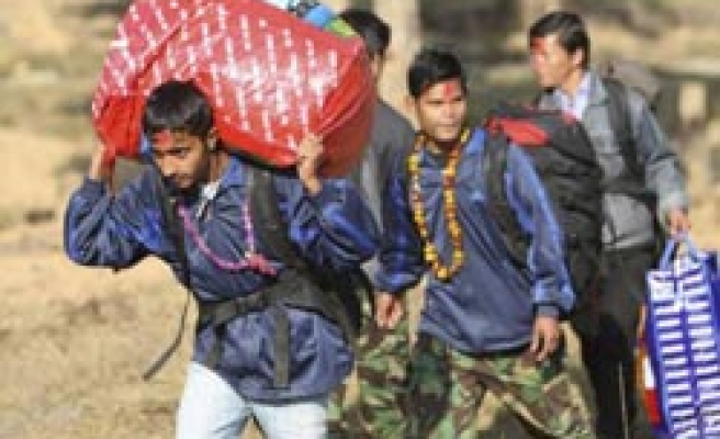 Nepal child soldiers leave Maoist camps