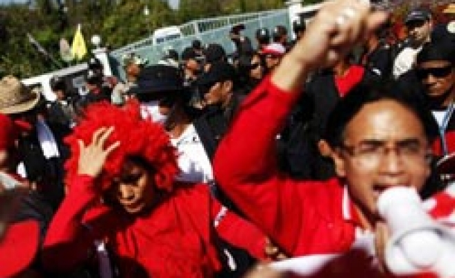 Thousands of Thais protest 'double standards'