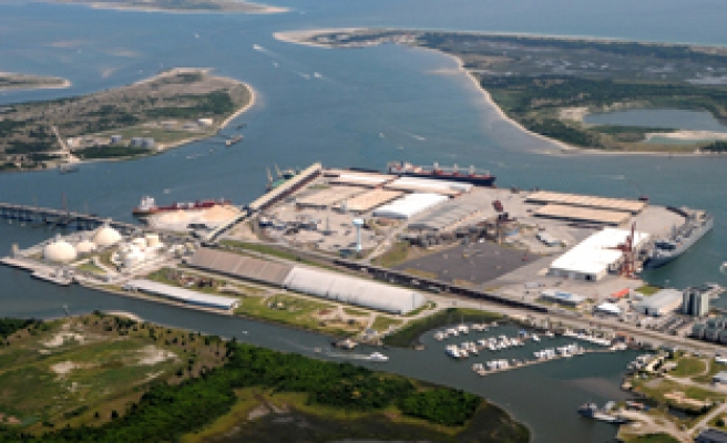 US orders to close North Carolina Port over explosive alert