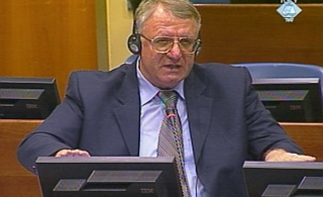 Serb radical's warcrimes trial resumes in private