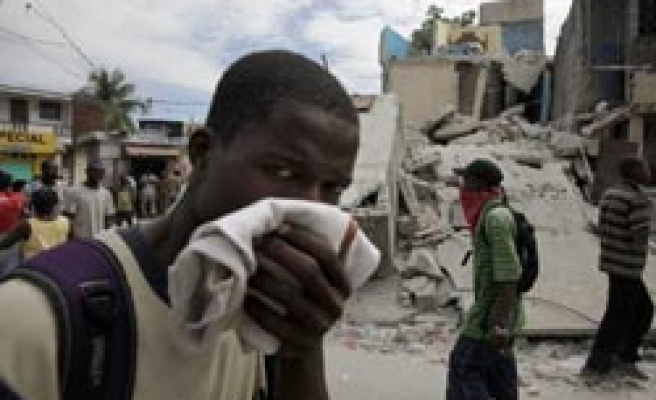 Foreign aid arrives as desperate Haitians angry / PHOTO