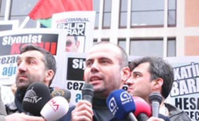 Israel's Barak protested, arrest warrant asked in Turkey / PHOTO