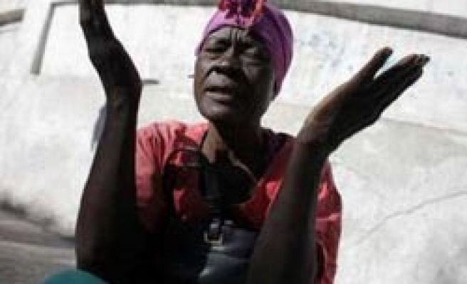 Fearful Haitians pray to God after quake