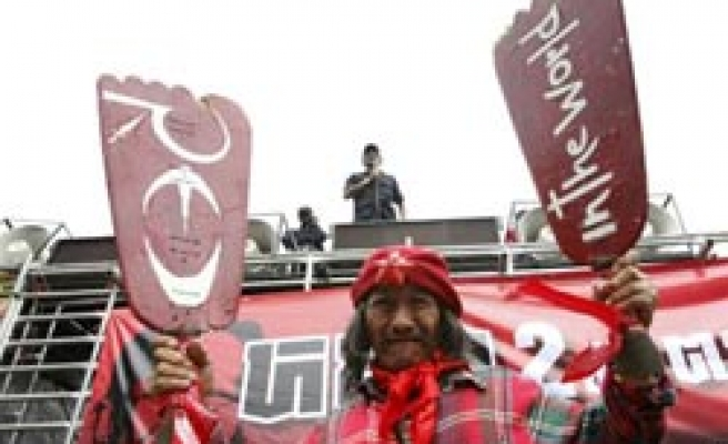 Thai red shirts consider airport rally