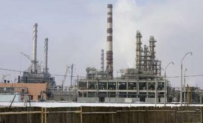 Russian oil to Belarus dries up, talks resume
