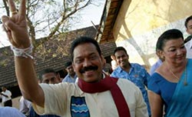 Sri Lanka president 're-elected', troops surround rival's hotel