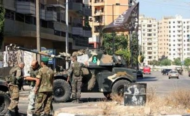 Lebanese troops strom alleged militant hideout