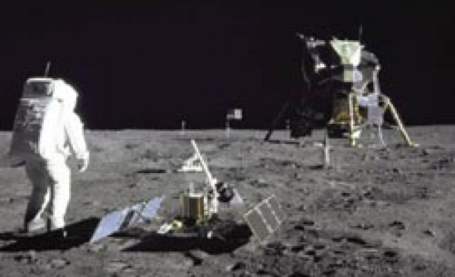 Obama to end NASA's moon plan in new budget