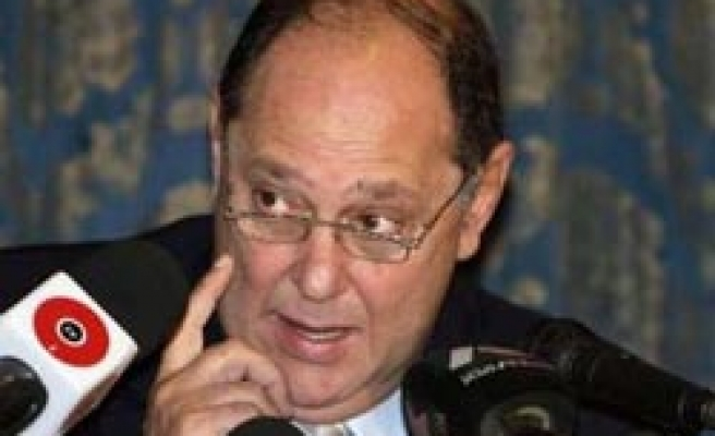 Egypt tourism revenues resilient in 2009 - minister