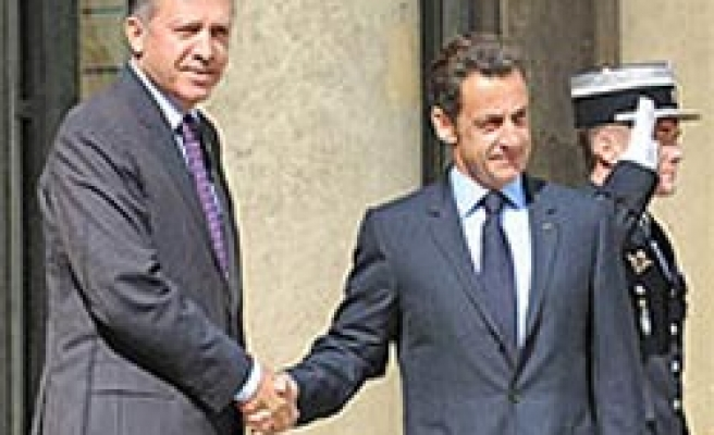 Sarkozy rejects headscarved wife of Turkey's PM, Baykal claims