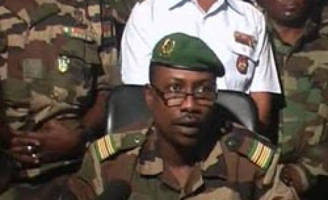 Junta sacks Niger government after military coup