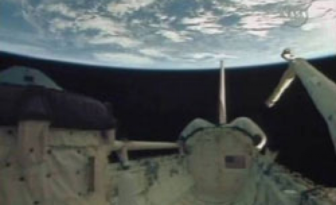 Endeavour ends 14-day construction mission to ISS