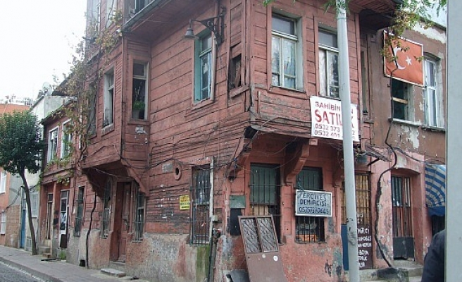 Turkey's traditional wooden houses in Istanbul under threat / PHOTO