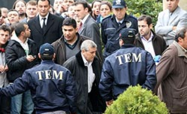 Turkish court orders 5 more army officiers to arrest in coup plot/ PHOTO