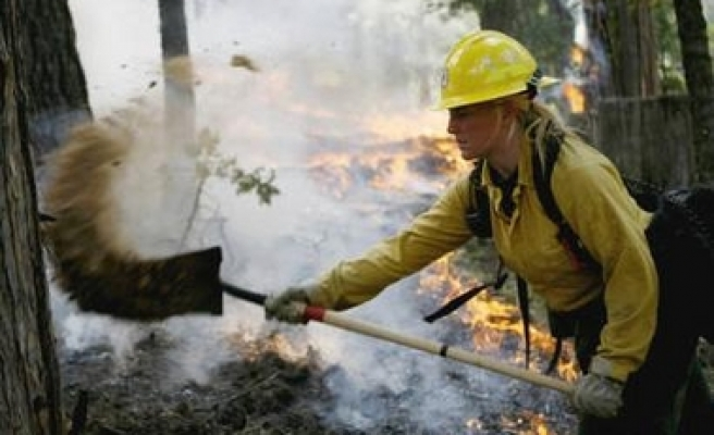 Fire destroys hundreds of homes in California