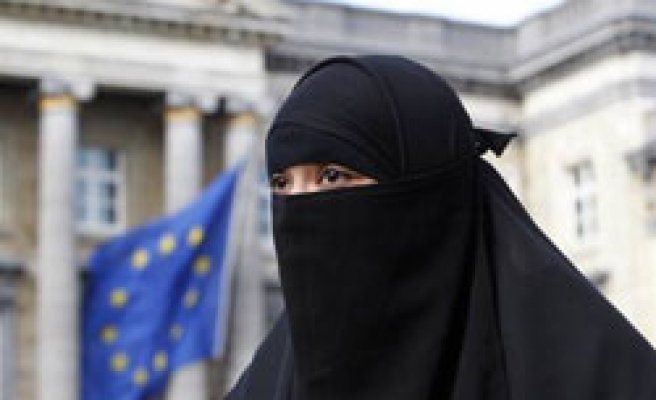 Spain refuses burqa ban