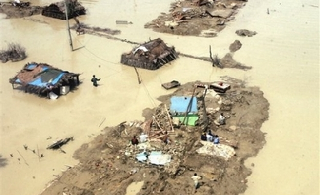 200,000 houses destroyed, more than 800,000 people affected by floods