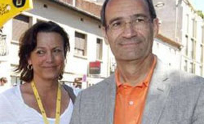 Police questions French minister's wife in tax scandal