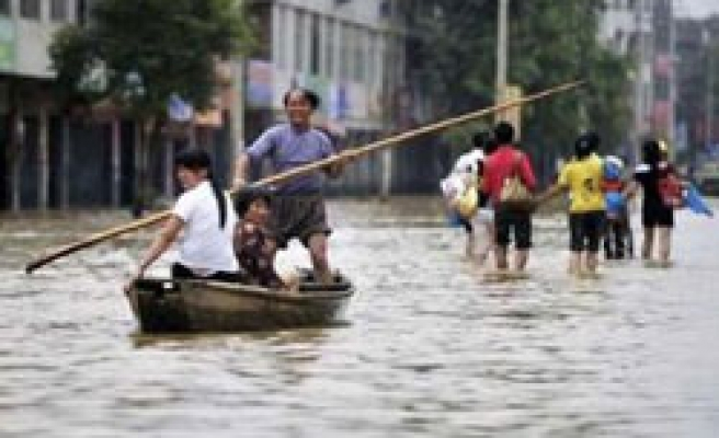 Tropical storm heads to China as flood toll hits 700