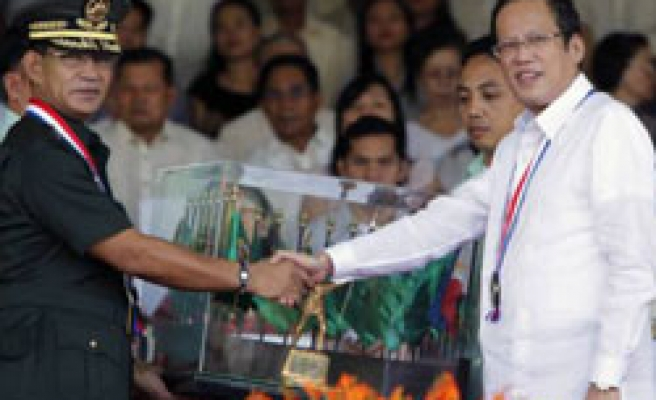 Philippine President pledges 'to end political patronage in army'