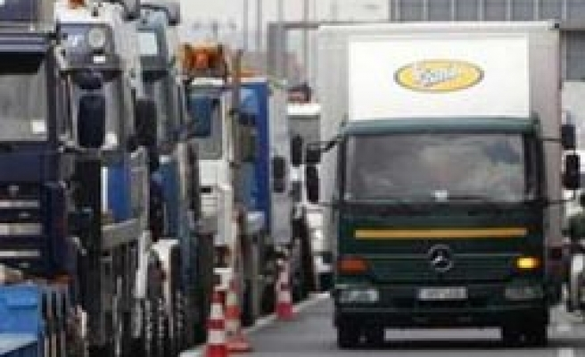Thousands of Greek truckers protest liberalisation