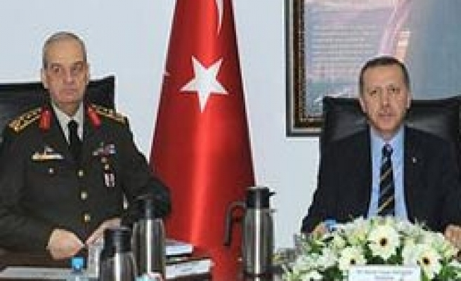 Turkey's army chief, PM unexpectedly meet 'over coup suspects'