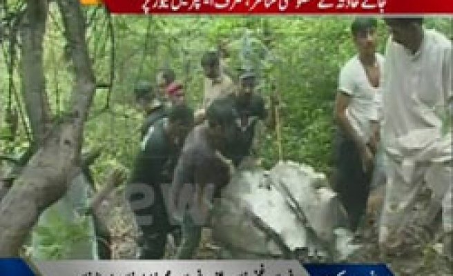 Pakistan plane with 152 on board crashes - UPDATE 3