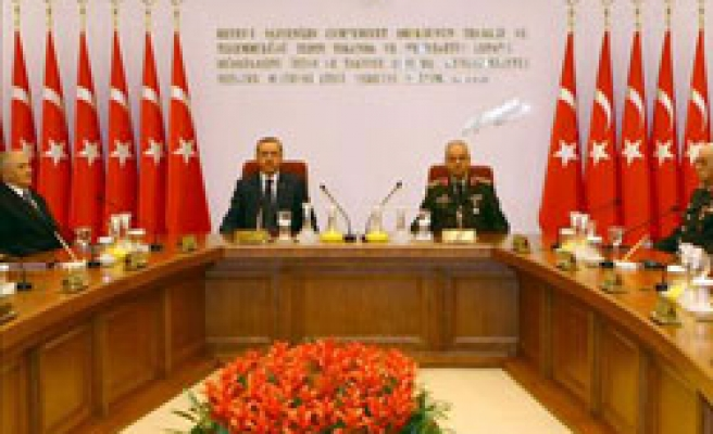 Turkey's PM vetoes coup suspect officers, new brass unveiled