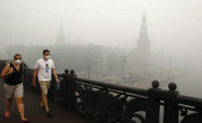 Planes diverted, offices close as smoke chokes Russian capital