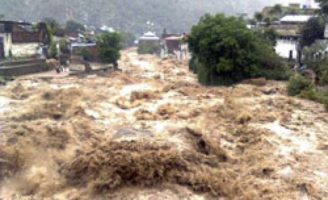 Pakistanis desperate as further floods expected