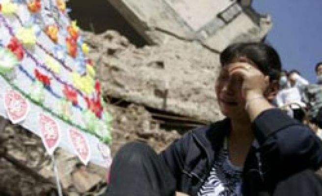 China mourning for victims of massive landslide - PHOTO