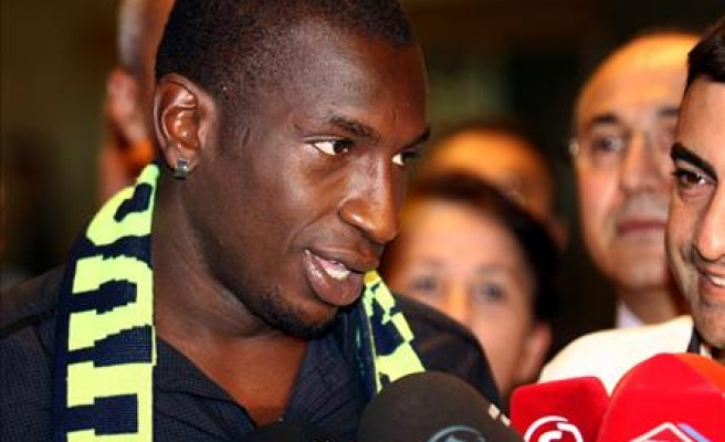 Fenerbahce's new Senegalese striker Niang arrives in Turkey
