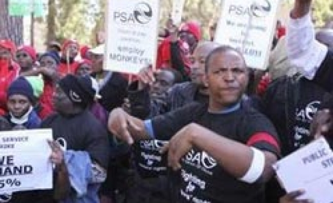 S. African public workers mullgovernment wage offer