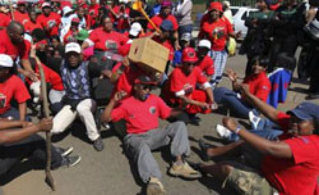 S.Africa state workers strike expands on 2nd day