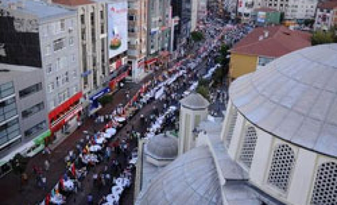 Turkey holds longest-most crowded iftar table / PHOTO