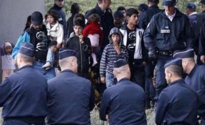 France, Romania meets as more Roma expelled