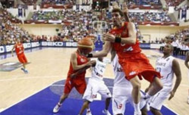 Spain beats New Zealand, 'careful' about next rival