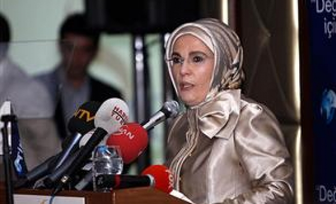 Turkish PM's wife returns home after Pakistan aid trip