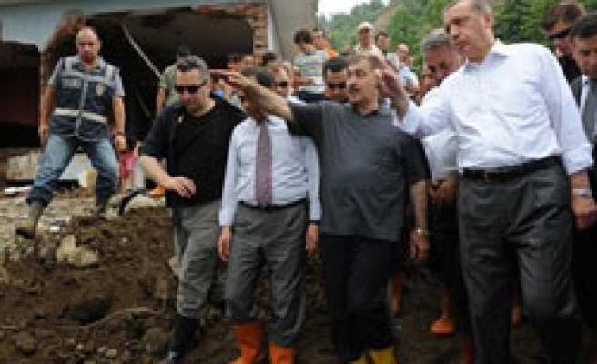 Turkey's PM promises new houses for flood victims / PHOTO