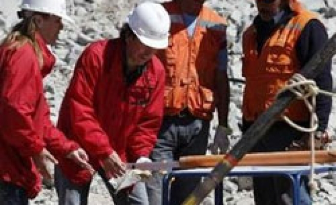 Chile begins drilling for trapped miners after 25 days
