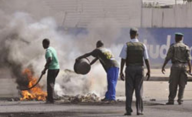Deadly Mozambique price riots enter second day