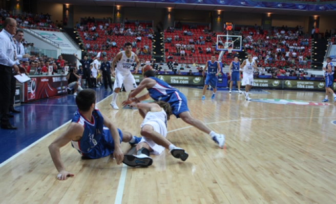 Argentine's coach says not sad over 84-82 defeat by Serbia