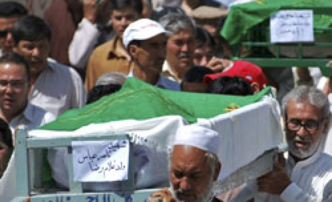 Shi'ites bury bomb victims in Pakistan mourning / PHOTO