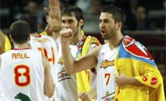 Spain topples Greece, advancing to quarter finals at basketball worlds
