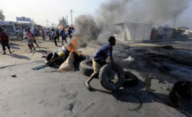 Over hundred arrested in Mozambique after food riots