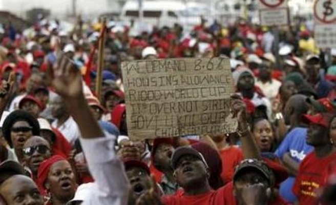 Minister quits deadlocked S.African platinum strike talks