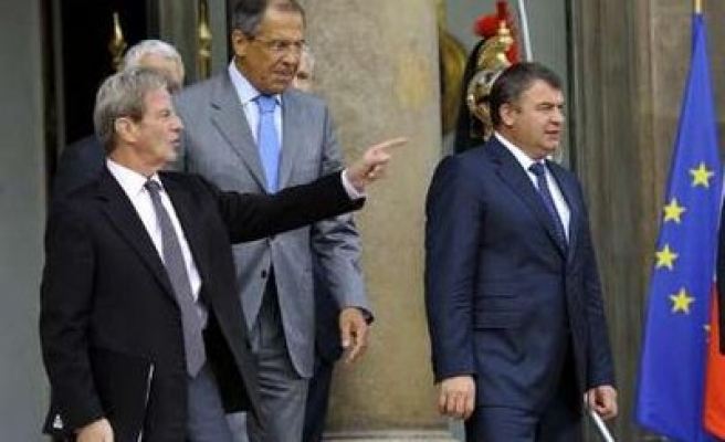 Russia remains Mistral talks with France