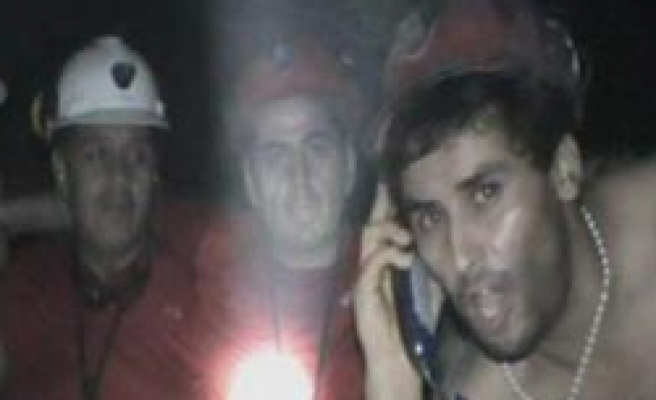 Rescue drills finally reach trapped Chilean miners / PHOTO